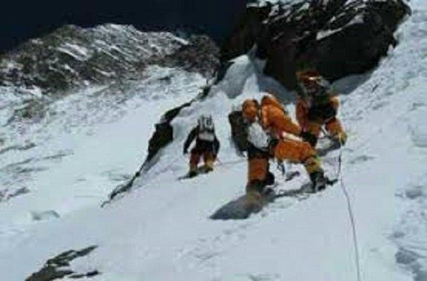 تیم کوهنوردی استان گلستان در قله شاهوار گم شدند، اعزام 2تیم امدادی