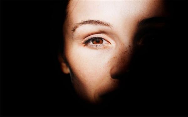 شباهت بین چسب ناخن و قطره چشم حادثه آفرید!